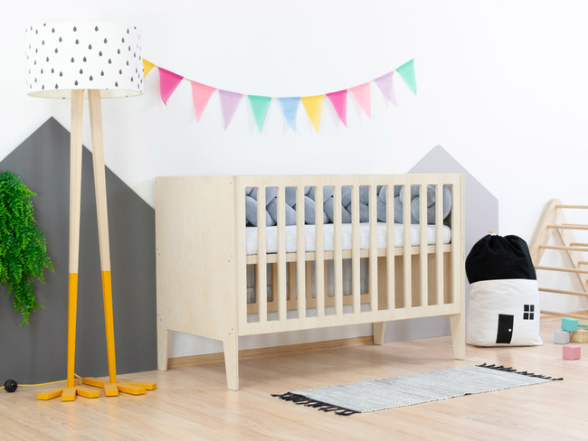 lettino, lettino per bambini, culla, mobili per bambini, culla in legno, lettino con testiera integrata, lettino in legno, letto per bambino